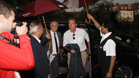 Schwarzenegger radelte vor Abflug noch durch Graz (Bild: Christian Jauschowetz)
