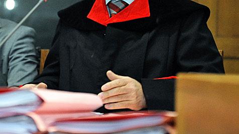 5,5 Jahre Haft für Bankräuber mit Mutter als Komplizin (Bild: APA/DIETMAR STIPLOVSEK)