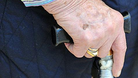 Heimpfleger in Salzburg vom Dienst suspendiert (Bild: APA/BARBARA GINDL)