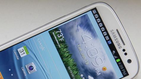Smartphone-Test: Galaxy S III siegt vor iPhone 4S (Bild: AP)