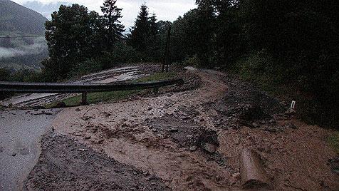 Heftiger Regen und Sturmböen wüteten in Österreich (Bild: BFV Liezen / Schlüßlmayr)
