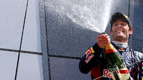 Red-Bull-Pilot Webber siegt vor Alonso und Vettel (Bild: EPA)