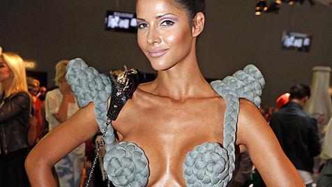 Nacktmodel Micaela Schäfer ist verliebt in einen Millionär (Bild: EPA)