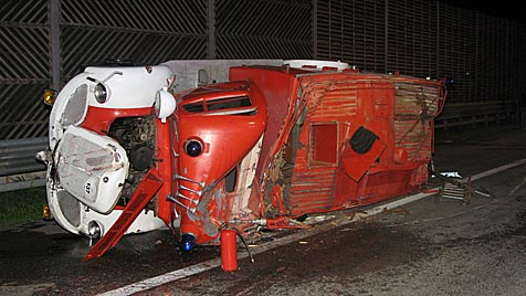 OÖ: Reisebus kracht gegen Feuerwehr-Oldtimer (Bild: FF St.Georgen/Attergau)