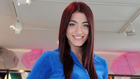 """Amina Dagi teilt sich ein Zimmer mit der """"Miss Belgien"""" (Bild: Klemens Groh)"""