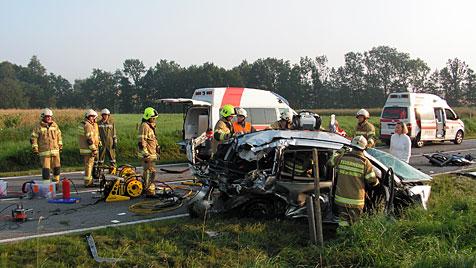 Frau übersah Gegenverkehr - Mann (26) stirbt (Bild: FF Haag am Hausruck)