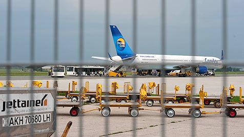 Boeing mit 264 Passagieren in Linz notgelandet (Bild: Werner Kerschbaummayr)