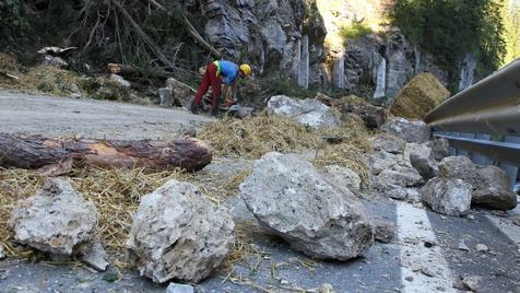 Nach Steinschlag in Sbg: Felsen aus Wand gesprengt (Bild: Andreas Kreuzhuber)