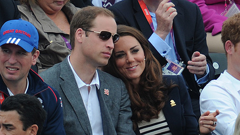 William und Kate zeigen bei Olympia Gefühle (Bild: dapd)