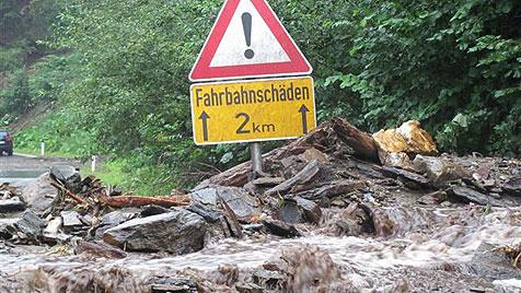 Riesige Geröll-Lawine schließt 55 Menschen ein (Bild: LPK Steiermark)