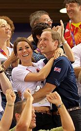 William und Kate zeigen bei Olympia Gefühle (Bild: EPA)