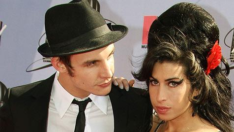 Winehouse-Ex-Mann nach Drogen-Cocktail im Koma (Bild: APA/DPA)