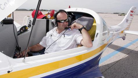 Ganze Welt mit Flugzeug umrundet: Pilot kehrte heim (Bild: APA/RUBRA)