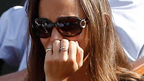 Pippa Middleton nach Karl Lagerfelds Angriff am Boden (Bild: dapd)