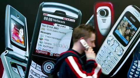 Weltweiter Markt für einfache Handys schrumpft weiter (Bild: Kai-Uwe Knoth/dapd)