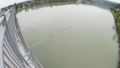 17-Jähriger sprang von Brücke in die Donau - vermisst (Bild: foto-kerschi.at/Werner Kerschbaummayr)