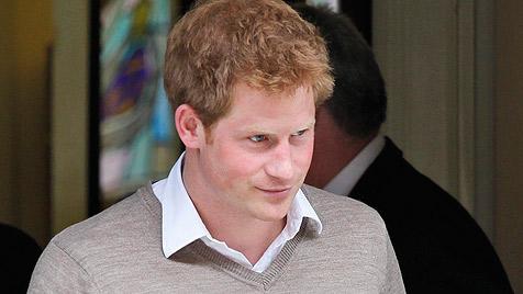Nacktfotos von Prinz Harry sorgen weiter für Wirbel (Bild: EPA)