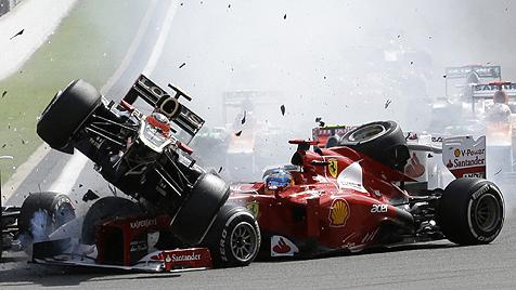 Jenson Button gewinnt Crash-Rennen vor Vettel (Bild: AP)