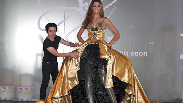 Celine Roschek im 16.000-Euro-La-Hong-Kleid (Bild: Kristian Bissuti)