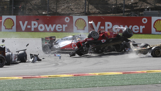 Romain Grosjean entschuldigt sich für Crash-Manöver (Bild: AP)