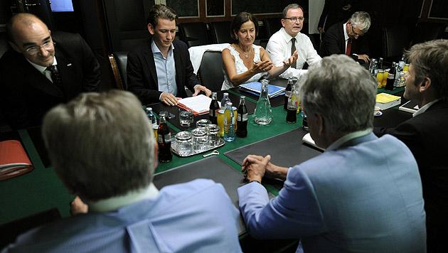 Bald Bürgeranfrage an Mitglieder der Regierung? (Bild: APA/ROLAND SCHLAGER)
