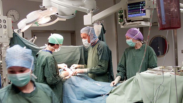 Britin ließ Kinder jahrelang unnötig operieren (Bild: Christof Birbaumer (Symbolbild))