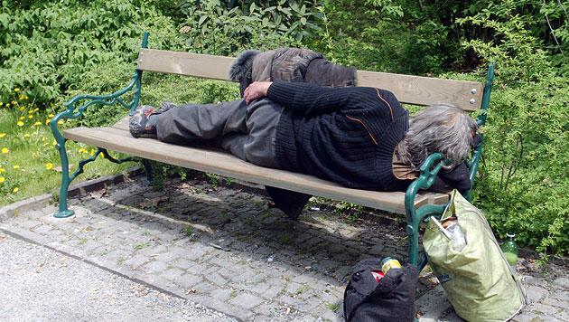 Unbekannte rauben Obdachlosem Ehering und Jacke (Bild: Jürgen Radspieler (Symbolbild))
