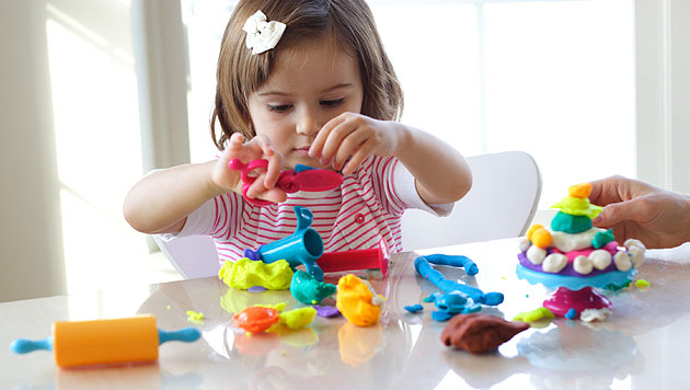 Das künstlerische Talent bei Kindern fördern (Bild: thinkstockphotos.de)