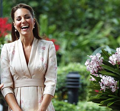 Kate bezaubert in Singapur mit ihrem Kimono-Kleid (Bild: AFP)