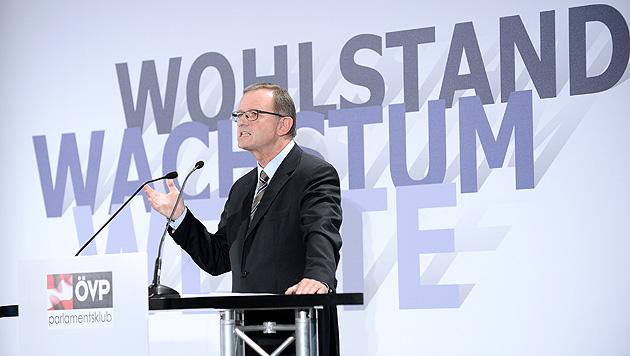 "ÖVP gegen ""gierige Spekulanten"" und ""Umverteiler"" (Bild: APA/ROBERT JAEGER)"