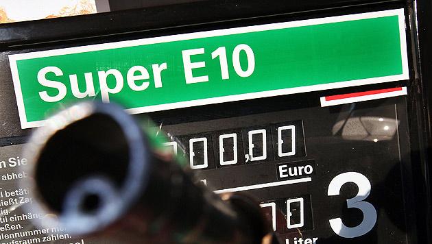 Berlakovich gibt nach: E10 kommt vorerst nicht (Bild: dpa/Oliver Berg)