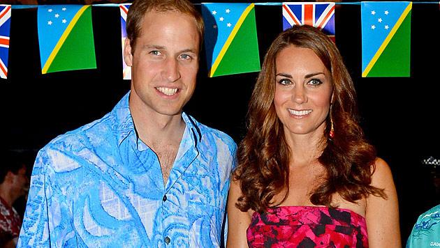 Kate und William machen gute Miene zum bösen Spiel (Bild: AP)