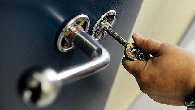 W: Zw�lfj�hriger mehr als zwei Wochen in U-Haft? (Bild: dpa/Uli Deck (Symbolbild))