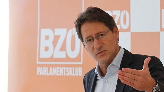 """BZÖ-Bucher: """"Steuersystem macht uns arm"""" (Bild: APA/GERT EGGENBERGER)"""