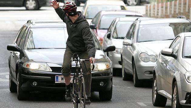 Radler-Boom: Bald Handyverbot und Fahrradstraßen? (Bild: APA/HELMUT FOHRINGER)