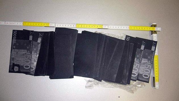 http://imgl.krone.at/Bilder/2012/09/22/Betrugsversuch_mit_gefaerbtem_Geld_-_drei_Festnahmen-War_einfaches_Papier-Story-335097_630x356px_1_VPSnUL9_h530Q.jpg