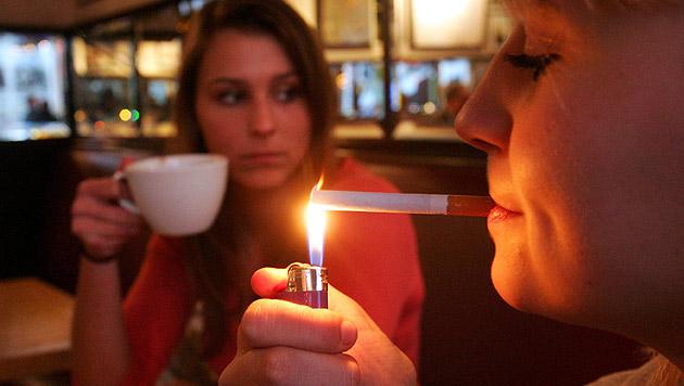 Landesweites Rauchverbot für Jugendliche unter 18? (Bild: dpa/Gero Breloer)