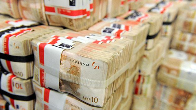 Schelling gibt Millionen-Kredit an Kärnten frei (Bild: APA/HERBERT PFARRHOFER)