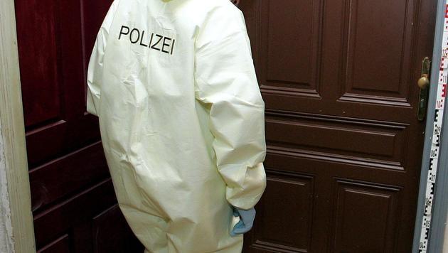Totes Baby in Mistkübel einer Wohnung entdeckt (Bild: APA/Roland Schlager (Symbolbild))