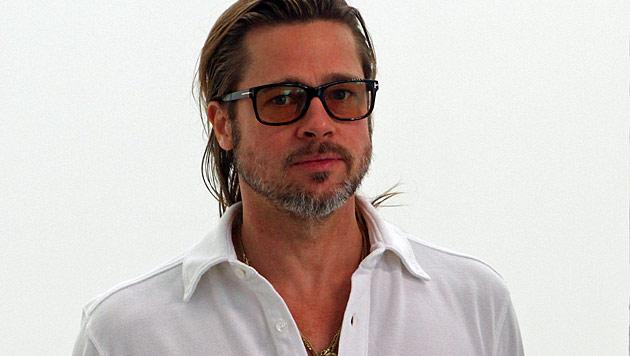 Brad Pitt lässt sich von Jamie Oliver bekochen (Bild: dapd)