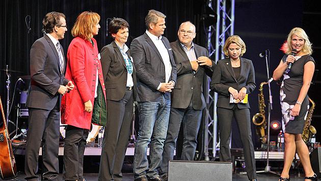 """Party, Pferde und Hotdogs für """"Team Stronach"""" und Fans (Bild: Gerhard Bartel)"""
