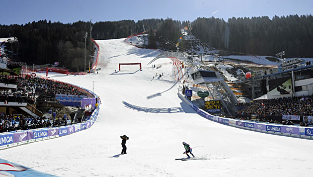 Schladming ist nach finaler Inspektion durch die FIS bereit (Bild: APA/ROLAND SCHLAGER)
