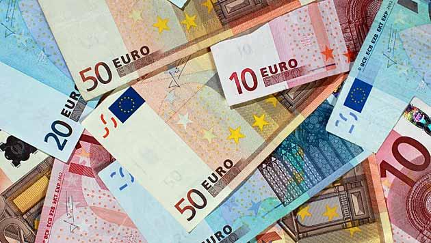 Bande zockte mit Gewinntrick Frauen 390.000 € ab (Bild: dpa-Zentralbild/Jens Wolf)