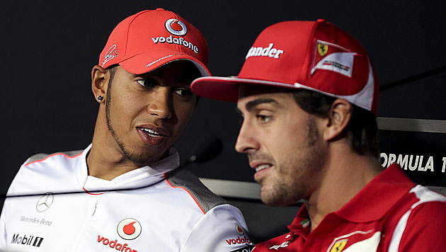 Alonso begrüßt Hamiltons Wechsel zu Mercedes (Bild: EPA)