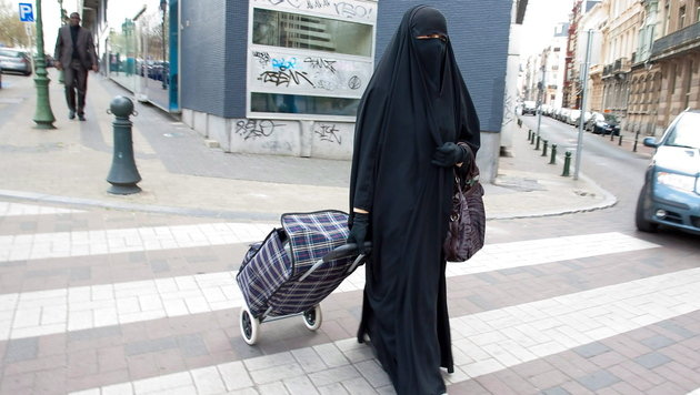 Eine Frau in Burka (Bild: EPA)