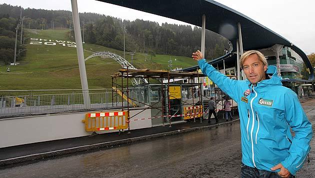 """Knauß führt die """"Krone"""" durch den WM-Ort Schladming (Bild: Andreas Tröster)"""