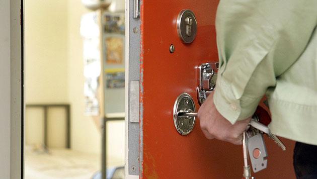 Vbg: 34-jähriger Häftling beging in Zelle Suizid (Bild: dpa/Uwe Anspach (Symbolbild))
