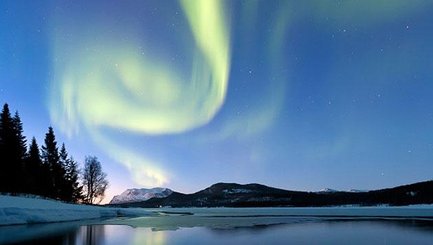 Ganz im Norden Norwegens ist die Show draußen (Bild: thinkstockphotos.de)