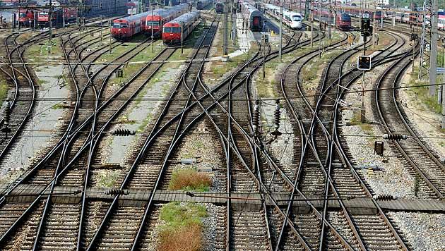 FP will Nebenbahnen erhalten, hofft auf Förderung (Bild: APA/HERBERT PFARRHOFER)