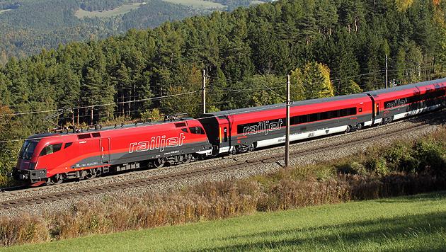 Neue Scheibe verbessert Mobilfunkempfang in Zügen (Bild: APA/ERICH NÄHRER/ÖBB)